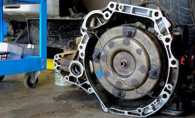 Transmission gear box with low transmission fluid symptoms